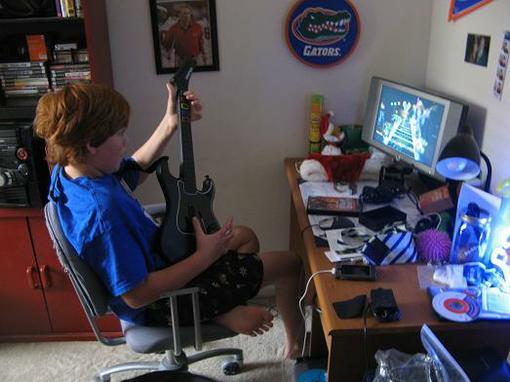 Не получилось создать свою рок-группу? Не беда! Guitar Hero поможет Вам. Бешеные рифы, невозможные соляки, вот то ма .... - Изображение 2