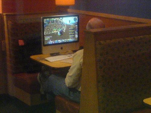 Представьте себе, вы сидите в кафе за ноутбуком и пьете, ну, предположим, кофе. Поднимаете взгляд от экрана и вас бу .... - Изображение 3