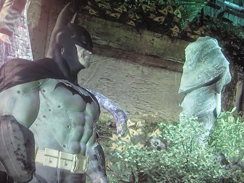 Когда все невидимые вопросы Riddler'а собраны, в Batman: Arkham Asylum можно складывать и другие забавные штуки.. - Изображение 1