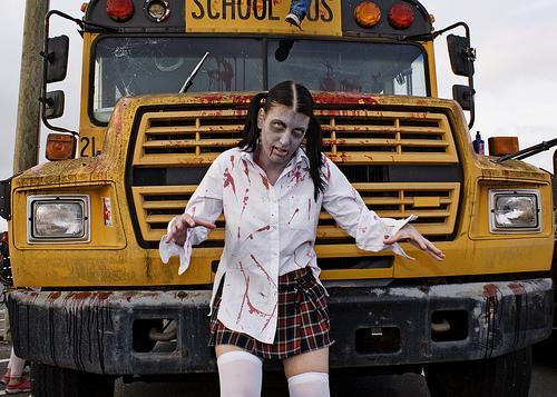 Пока загружается новокупленная Greed Corp, расскажука я быстро про зомби-трэш с соответствующим названием Zombie Apo .... - Изображение 1