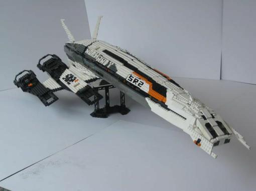 Из конструктора Lego можно собрать почти все. Это лишний раз доказал Бен Феллоуз собрав SR2 Normandy из вышеупомянут .... - Изображение 1