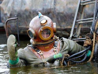 Бутылки были найдены на глубине около 55 метров, но из-за плохой видимости дайверы не рассмотрели ни якорь, ни назва .... - Изображение 2