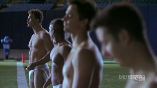 Blue mountain state-американский комедийный сериал про жизнь студентов, которые просто бредят футболом. Показ старто .... - Изображение 2