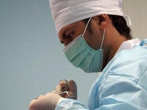 В далёкой Японии жил мальчик , у него не было матери а из родных остался тока отец-хирург который хотел чтобы сын пр ... - Изображение 1