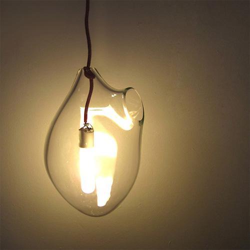 Плафон этого интересного светильника сделан вручную из дутого стекла. Форма плафона в точности повторяет форму челов ... - Изображение 1