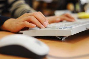 Для миллионов людей компьютер давно уже является самым настоящим орудием труда, за которым приходится проводить знач ... - Изображение 1