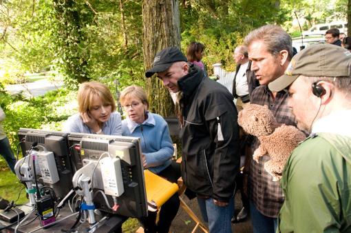 Мэл Гибсон и Джоди Фостер вместе поработали над фильмом. При чем первый, не раз уже испробававший себя в роли режисс ... - Изображение 2