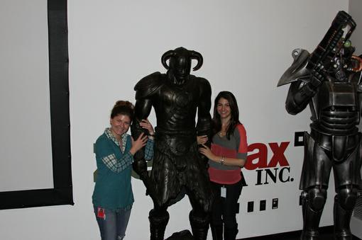 Недавно я писал о том, как статуи драконорожденного отправились захватывать магазины. На днях и в офис Bethesda пост ... - Изображение 1