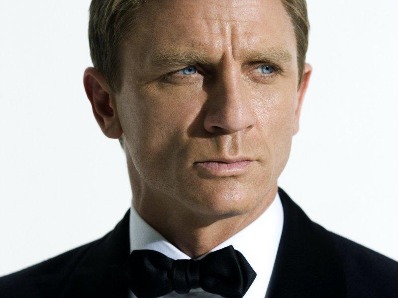 Пока Сэм Мендес снимает 23-й по счету фильм про агента 007, продюсеры подумывают, как бы оставить Дэниэла Крэйга на  ... - Изображение 1