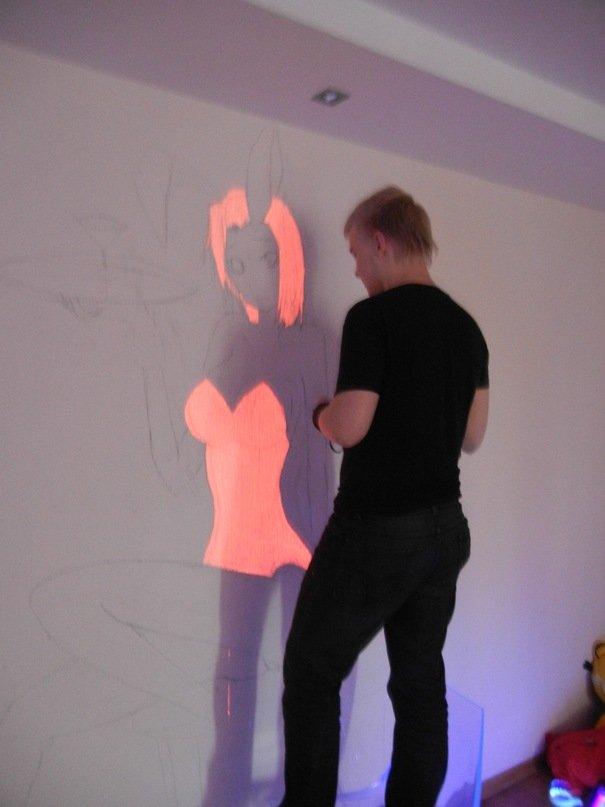 Дано:  -Пустая, скучная белая стена-Недюжий креатив-Друг, который умеет рисовать-5000 рублей  Ход работы:  Результат ... - Изображение 2