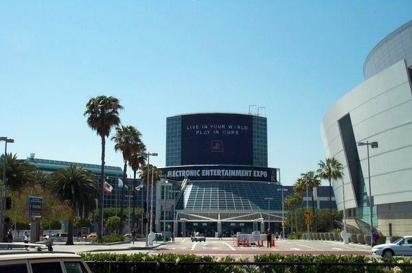 Прикольно, а я начало пропустил.  Оригинал взят у t2000 в Прямые трансляции E3 2012. По хардкору!  Медиа-брифинг Mic ... - Изображение 1
