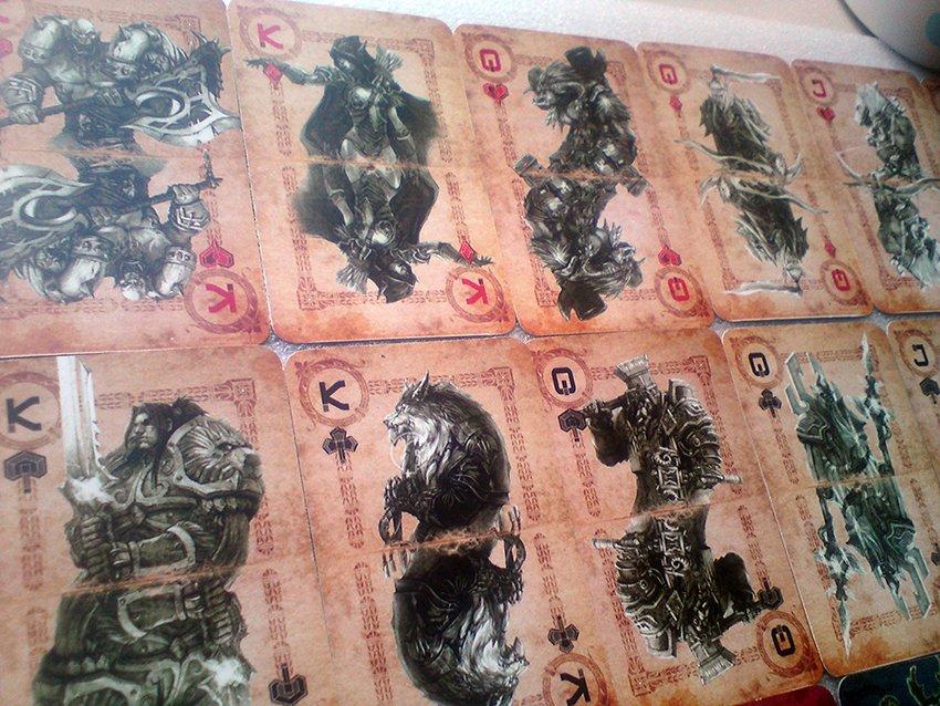 Игрок потратил целый месяц, рисуя инструкцию к тематическому покеру.Буби:Сила исходит от камней маны в WoW. Камни ма ... - Изображение 1