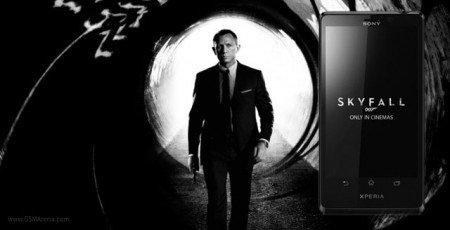 В последнем блокбастере Skyfall в кадр частенько попадает смартфон агента 007 - Sony Xperia T. В реальной жизни смар ... - Изображение 1