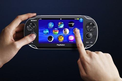 Год назад, 17 декабря 2011 в Японии вышла консоль PlayStation Vita, являющаяся прямым преемником PlayStation Portabl ... - Изображение 1