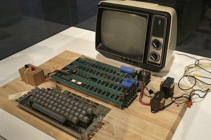 Один из 50-и первых персональных компьютеров Apple продан за 905 тысяч долларов. - Изображение 1