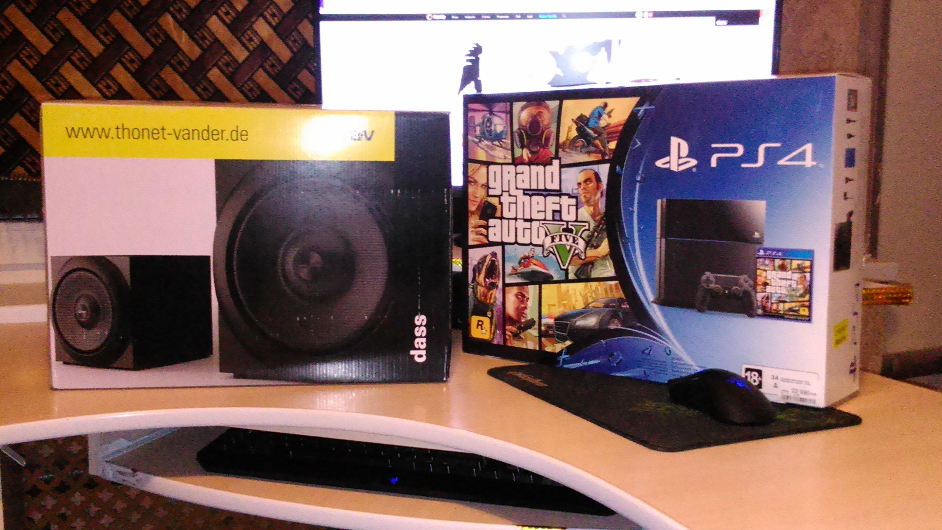 сэр Макс Фрай и его новый небольшой черный зверь по имени Playstation 4! - Изображение 1
