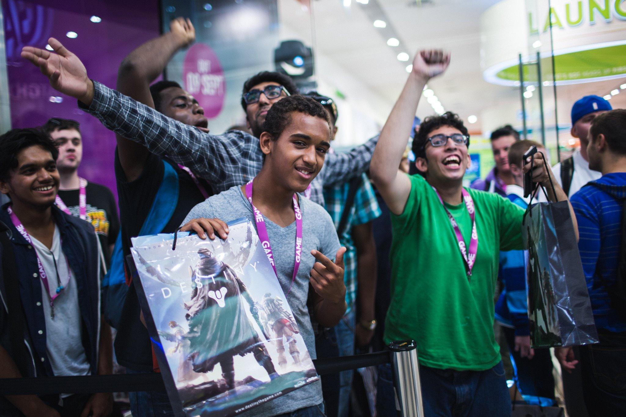 Activision сообщает о том, что первый же день продаж Destiny принес создателям прибыль в размере более 500 миллио ... - Изображение 1