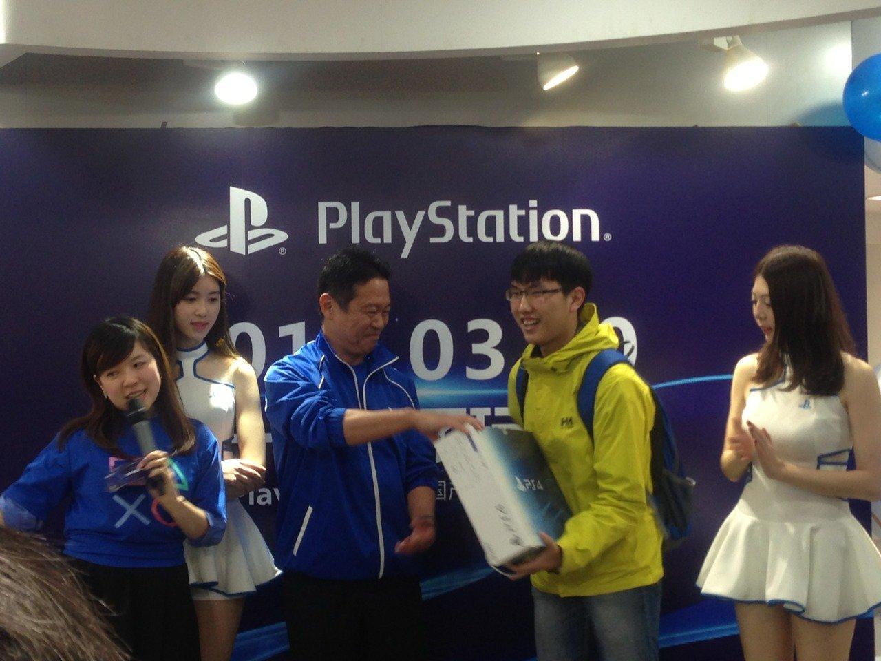 Китайцы встретили PlayStation 4 очередями !!! Долгожданный релиз в Китае ! - Изображение 5
