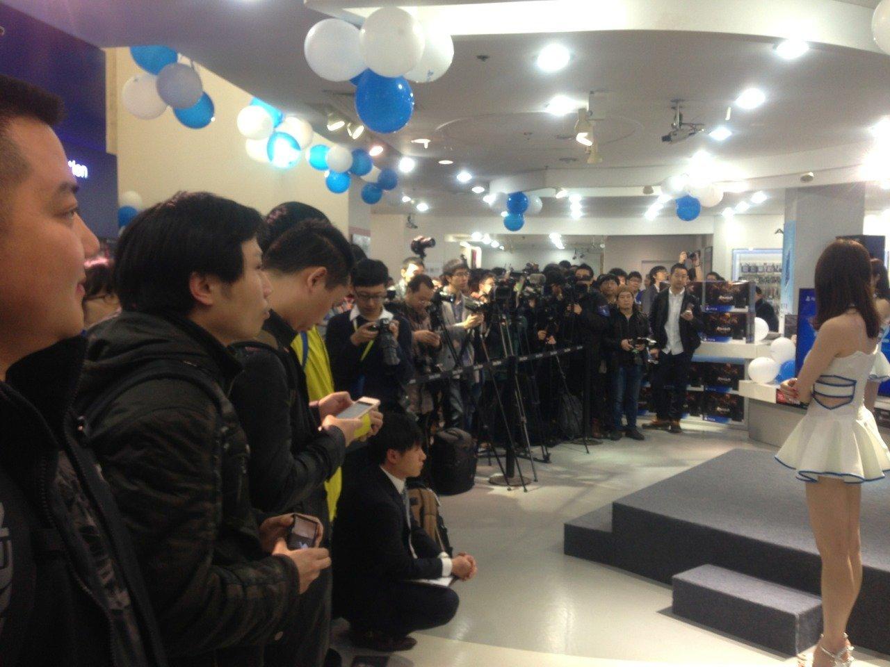 Китайцы встретили PlayStation 4 очередями !!! Долгожданный релиз в Китае ! - Изображение 1