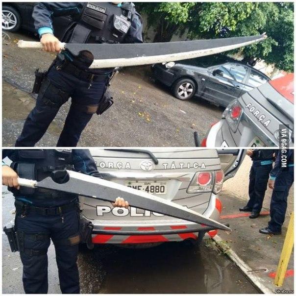 В Бразилии полицейские изъяли этот небольшой ножик у наркоторговцев - Изображение 1