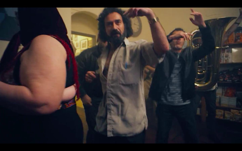 """Режиссёр фильмов """"Бёрдмен"""" и """"Выживший"""" снялся в клипе Major Lazer - Изображение 4"""