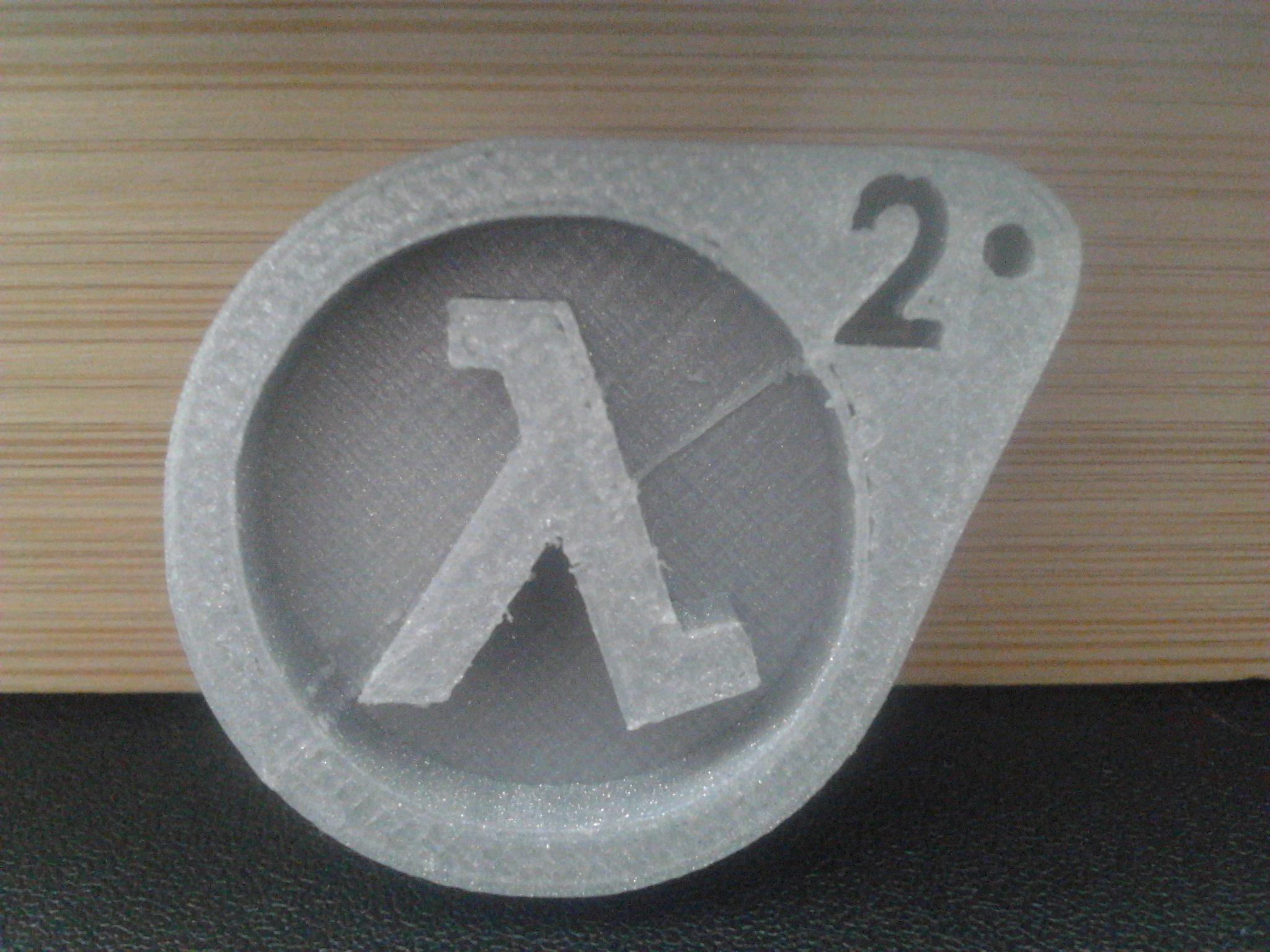 Покрашенная ДОТА, ну и для разнообразия распечатанный значок ХЛ2 - Изображение 1
