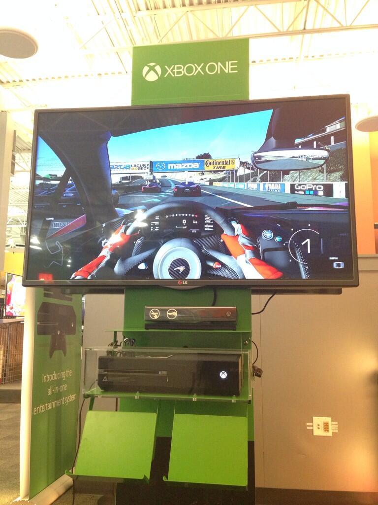 В сети появились фотографии демо-стендов Xbox One, которые появились в некоторых игровых магазинах Канады. - Изображение 2