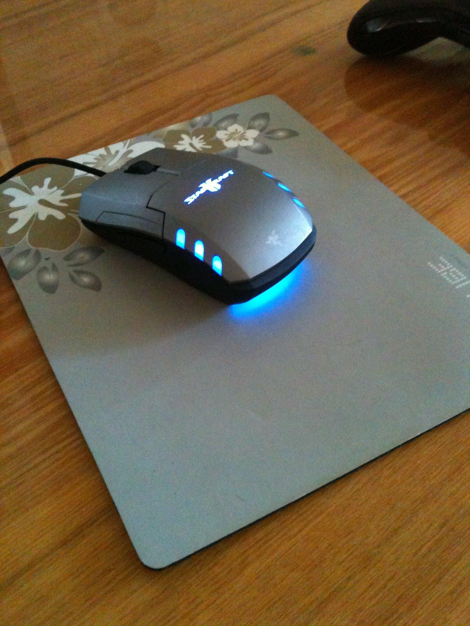 Наконец-то приобрёл себе мыша мечты. Сидит теперь на столе и светится... - Изображение 1