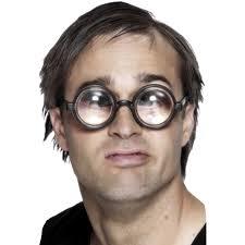 У большинства ПК геймеров зрение хуже чем у консольных игроков. Так как расстояние между монитором и глазом пол метр ... - Изображение 1