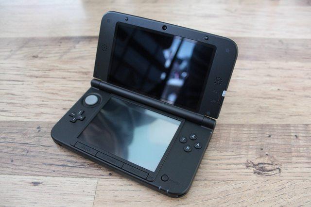 ИРЛ фото черной 3DS XL - Изображение 1