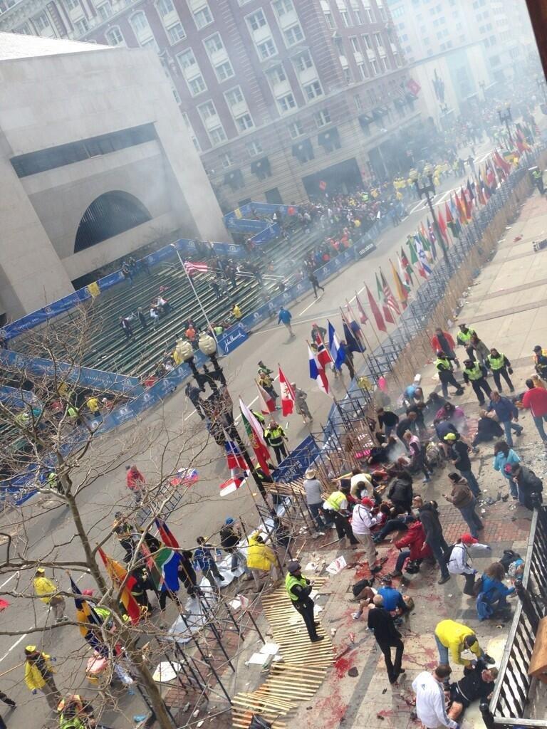 В Бостоне сейчас полный аврал: прогремело два мощных взрыва на крупнейшем марафоне. Смахивает на Call of Duty. Фото 18+ - Изображение 2