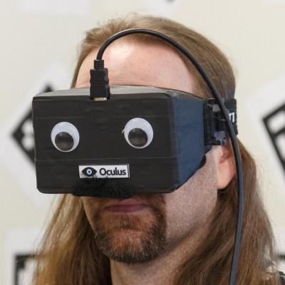 Те кто жаловался на отчужденный вид играющих через окулус, могут воспользоваться старыми добрыми Googly eyes. - Изображение 1