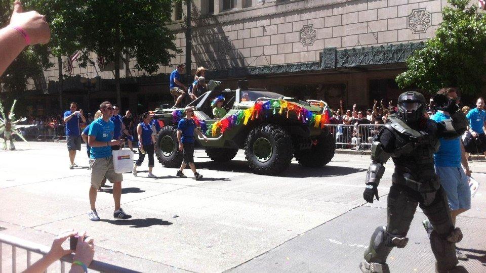 Microsoft отправила Halo Warthog на прайд-парад в Сиэтле.Босс Xbox – Дон Мэттрик, уходит из Microsoft.#xboxone - Изображение 1