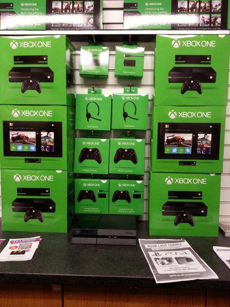 Сотрудник британской ретейл-сети GAME поделился фотографиями официальных коробок с аксессуарами для Xbox One:  - Ком ... - Изображение 1