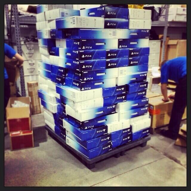 Международный запуск PlayStation 4 состоится уже в этом месяце и торговые сети по всему миру встречают приставки на  ... - Изображение 1