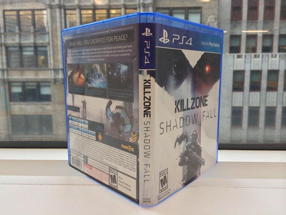 В сети появились фотографии коробочки с игрой  Killzone: Shadow Fall. Ниже вы так же можете увидеть ее наполнение.. - Изображение 1