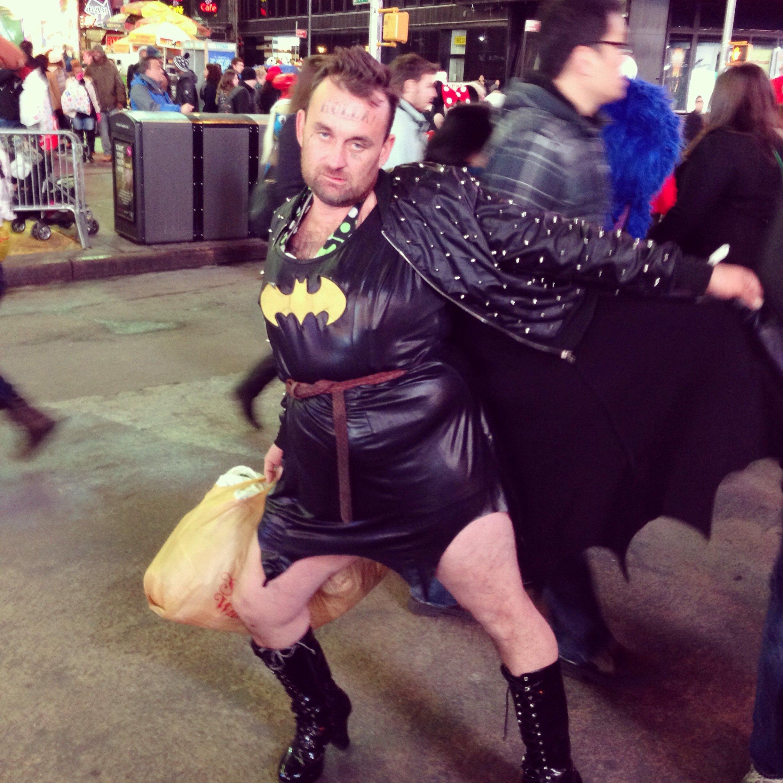 Вот такого сэкси Бэтмена я только что повстречал на Тайм сквер в Нью Йорке) #batman - Изображение 1