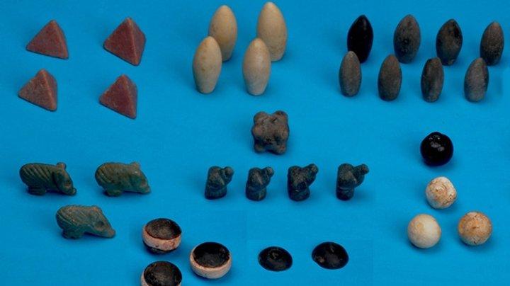 В Турции нашли настольную игру которой 5000 лет. Все в кластере было 49 фигурок разных цветов и форм, предполагают о .... - Изображение 1