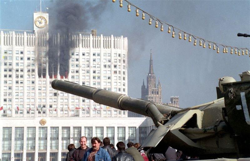 В начале октября 1993 года. Танки расстреляли белый дом. Прошло каких-то 20 лет. - Изображение 1