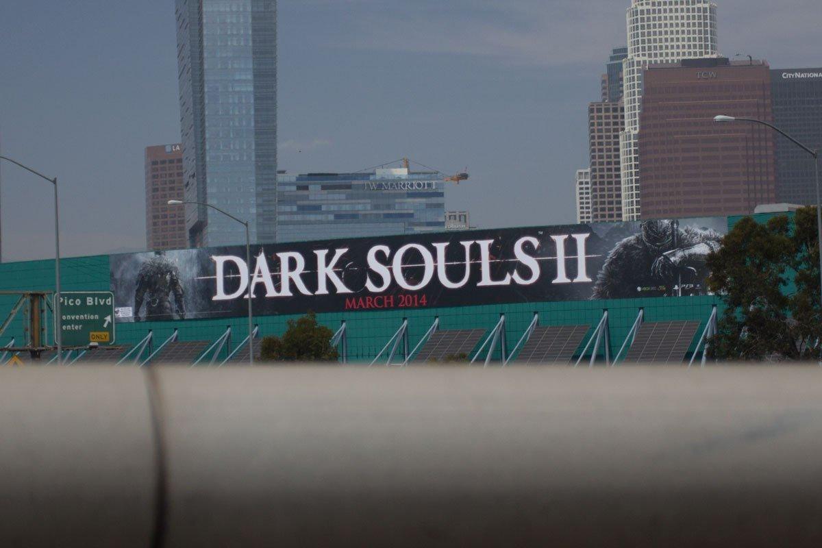 В сети появилась фотография рекламного щита, расположенного на Los Angeles Convention Center, на котором изображено  ... - Изображение 1