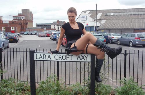 Дорога имени Лары Крофт, секс по телефону в The Last of Us, матерящийся Бомбермен и другие секреты популярных игр:La ... - Изображение 2