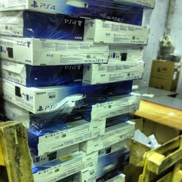#PS4  Консоли PlayStation 4 прибыли в один из московский магазинов М.Видео.   По словам работника в свободную продаж ... - Изображение 1