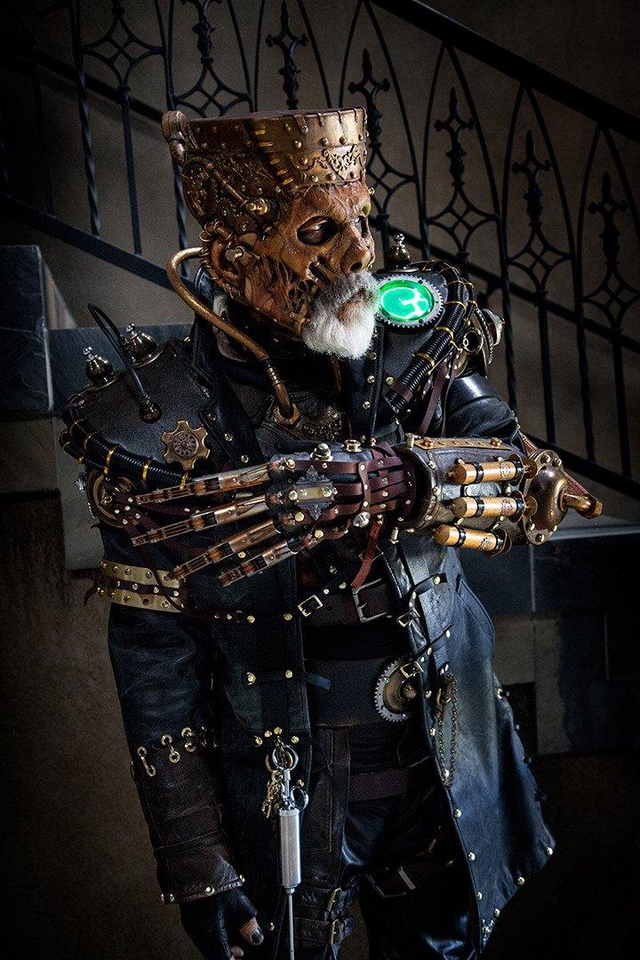 Легендарный мастер спецэффектов – Рик Бейкер, может считаться королем Хэллоуина этого года благодаря своему костюму  .... - Изображение 1
