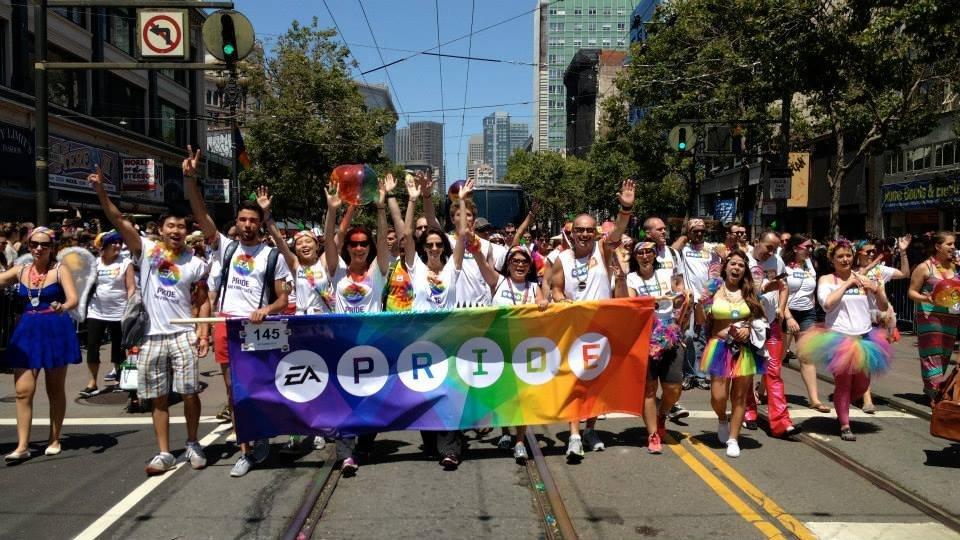 Сотрудники Electronic Arts во главе с Питером Муром вышли на гей-парад. - Изображение 1
