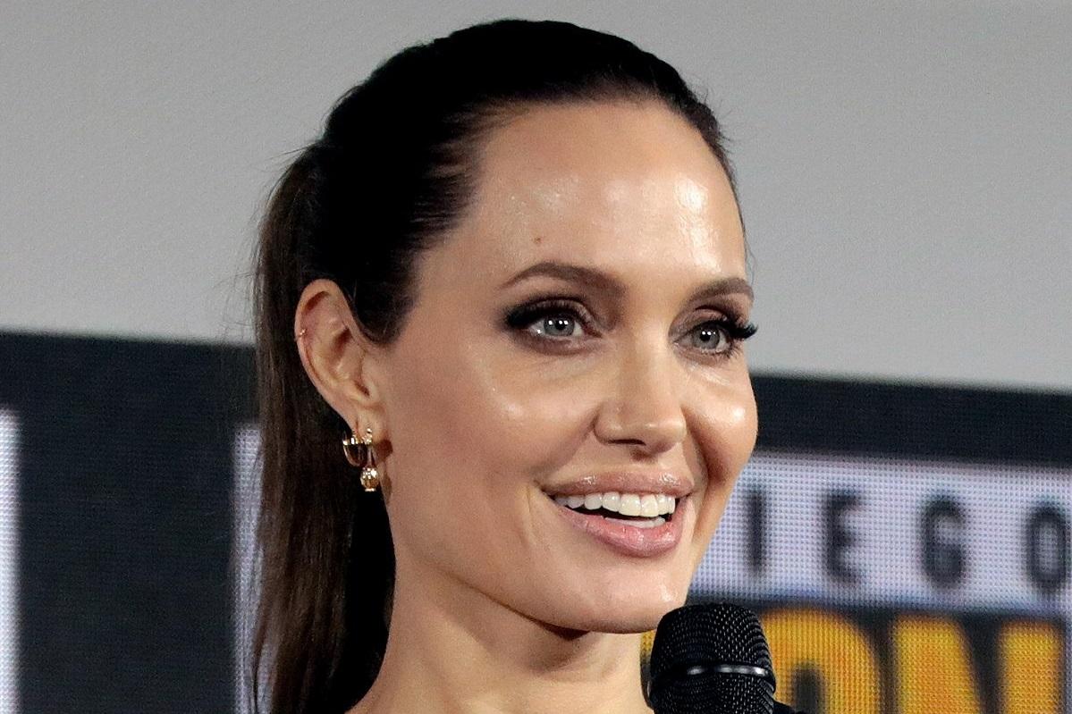 Нафотографиях сосъемок «Вечных» можно увидеть Анджелину Джоли вкостюме