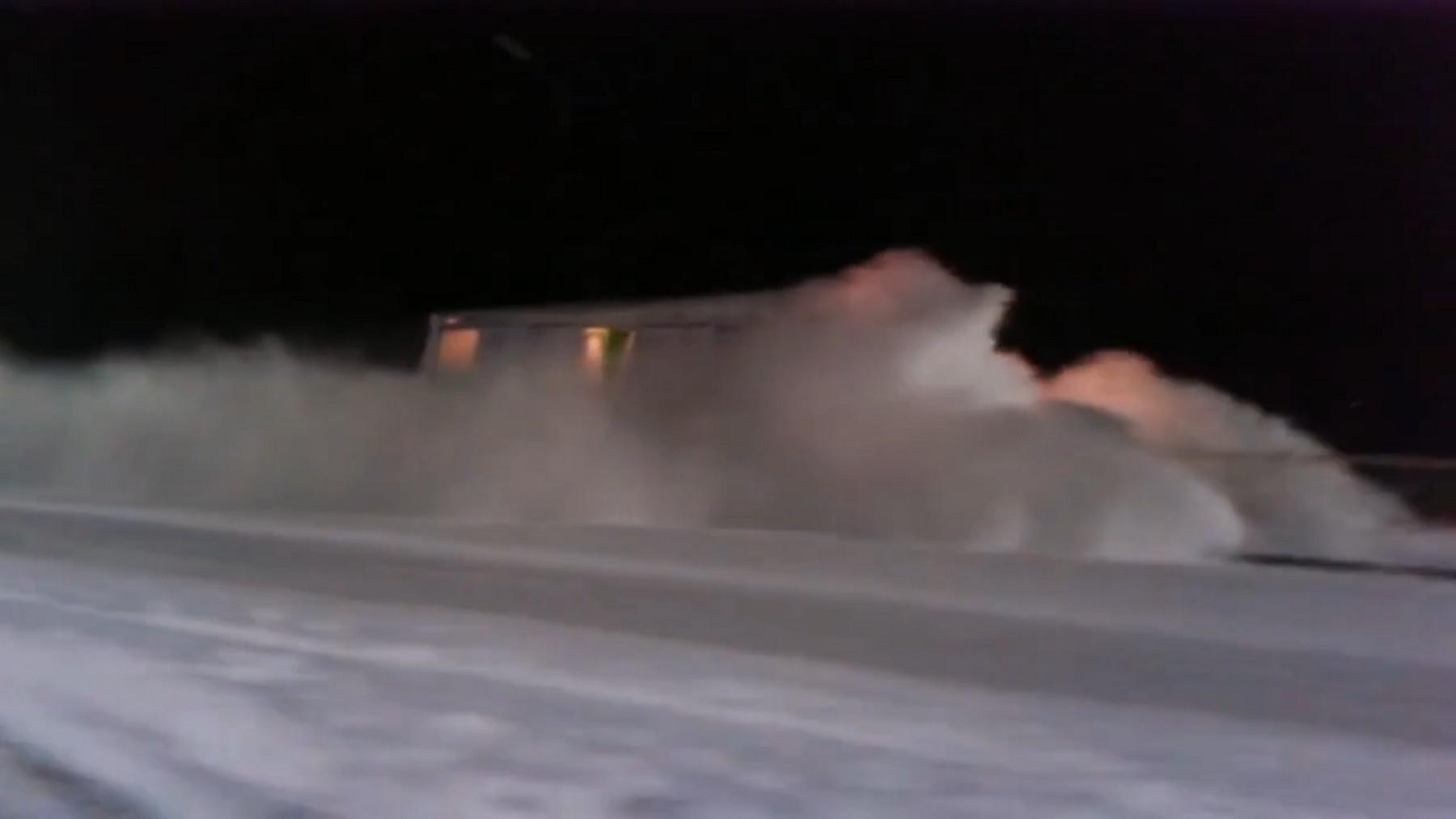Посмотрите на инфернальный трамвай в Челябинской области. Выглядит как в фильме «Сквозь снег»