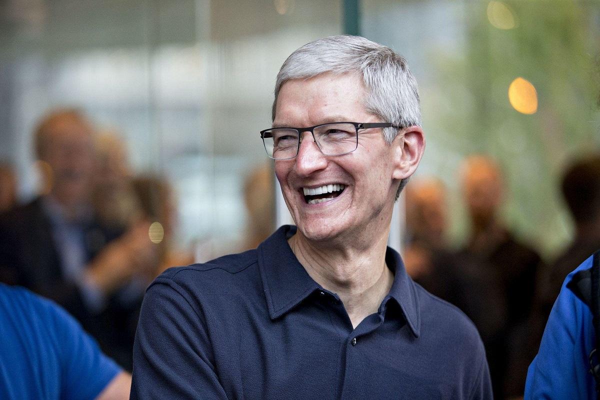Глава Apple Тим Кук только сейчас стал миллиардером