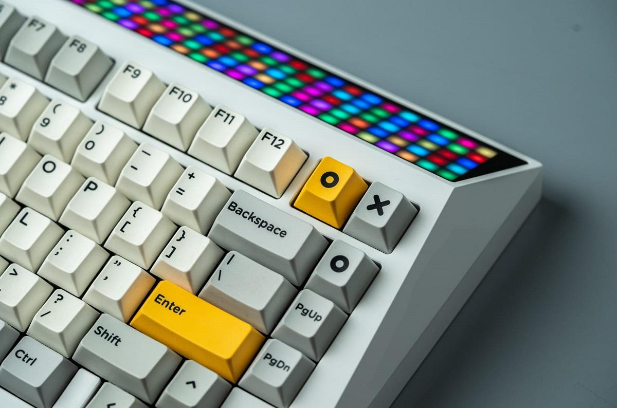Бывший вице-президент Meizu создал ретро-клавиатуру Cyberboard, вдохновленную Tesla Cybertruck
