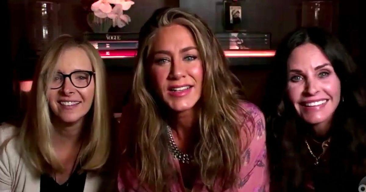 Актрисы сериала «Друзья» устроили мини-воссоединение напремии «Эмми»
