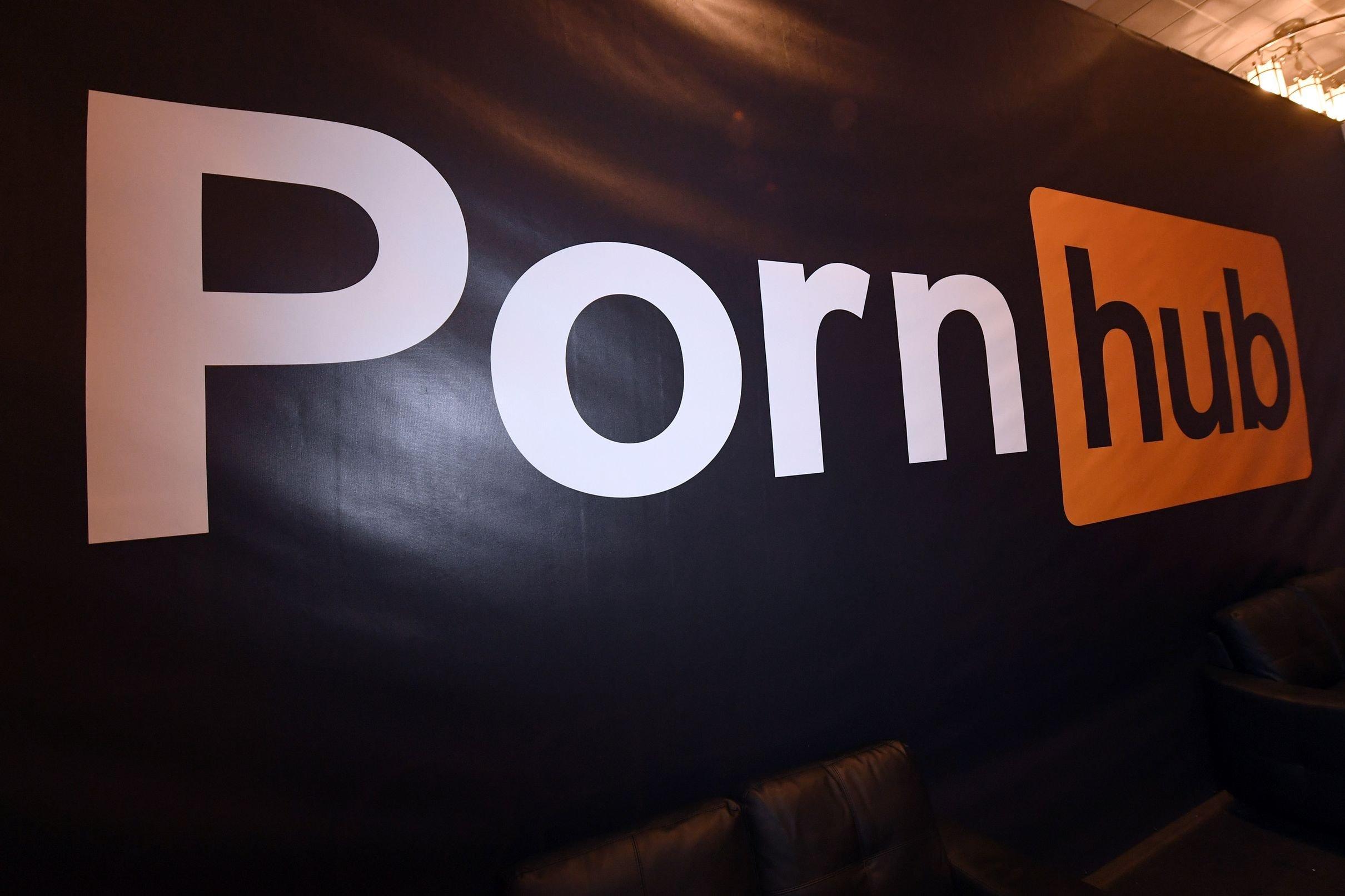 Pornhub помогает нескучать накарантине: сайт открыл бесплатный премиум-доступ для всех стран